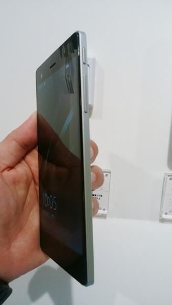 VAIO® Phone Biz右側